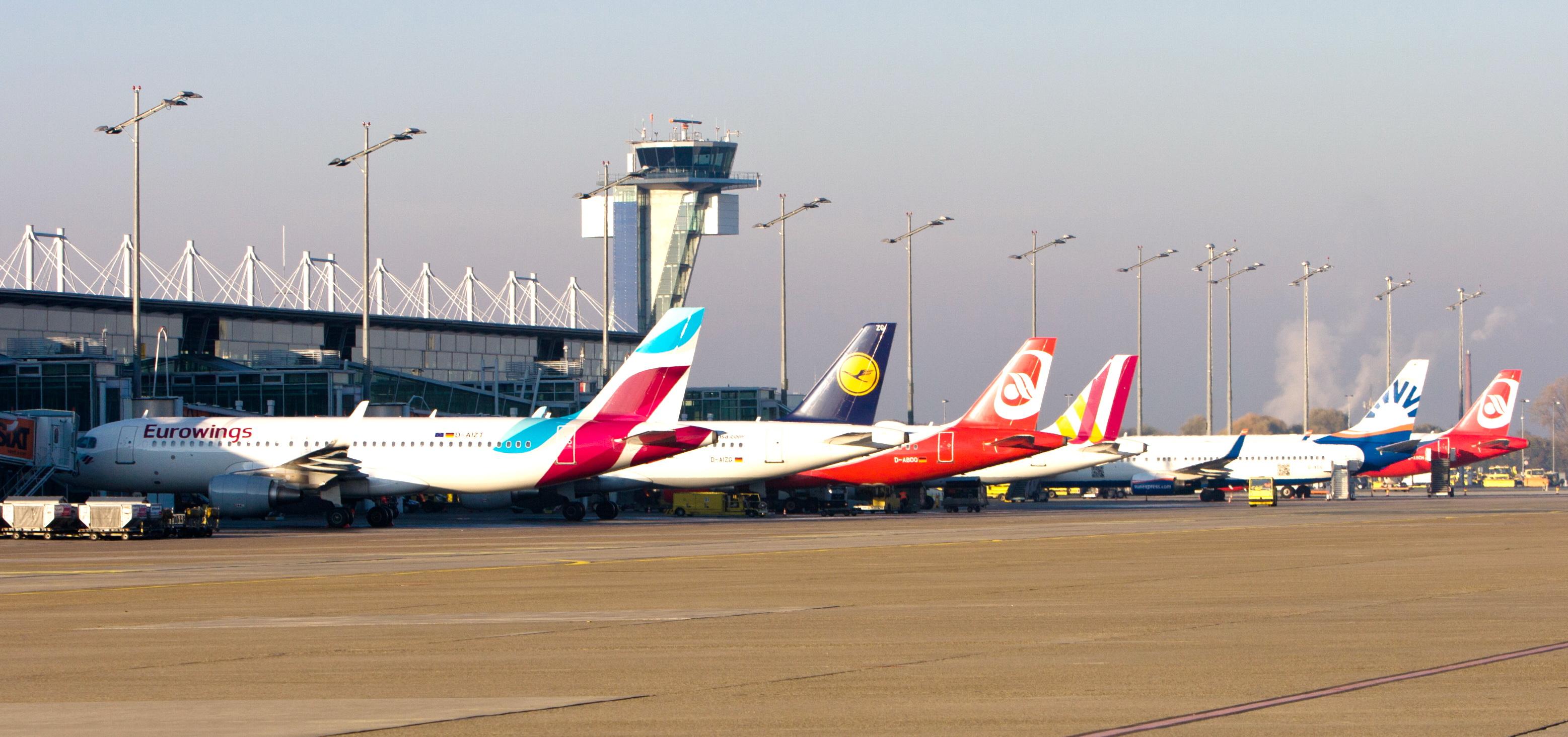 Erstmals über 400.000 Fluggäste in einem Monat