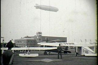 Der Dortmund   Airport 1926 mit Zeppelin und Eindeckern