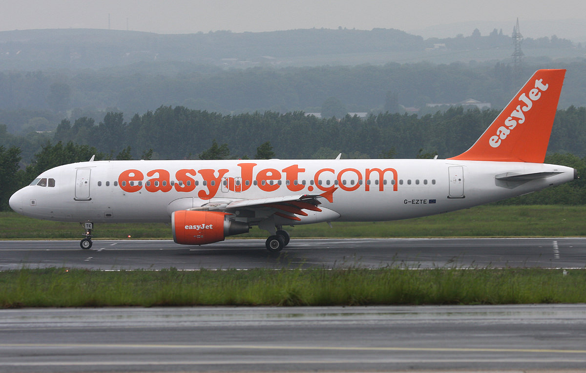 easyjet plane images with Airbus A320 on G Ezds Easyjet Airbus A319 111 besides G Ezoj Easyjet Airbus A320 214wl as well Easyjet The Frugalfirstclasstravel Guest Review as well G Ezua Easyjet Airbus A320 214 moreover Uk Based Easyjet Announces Record Pilot Recruitment For 2017.